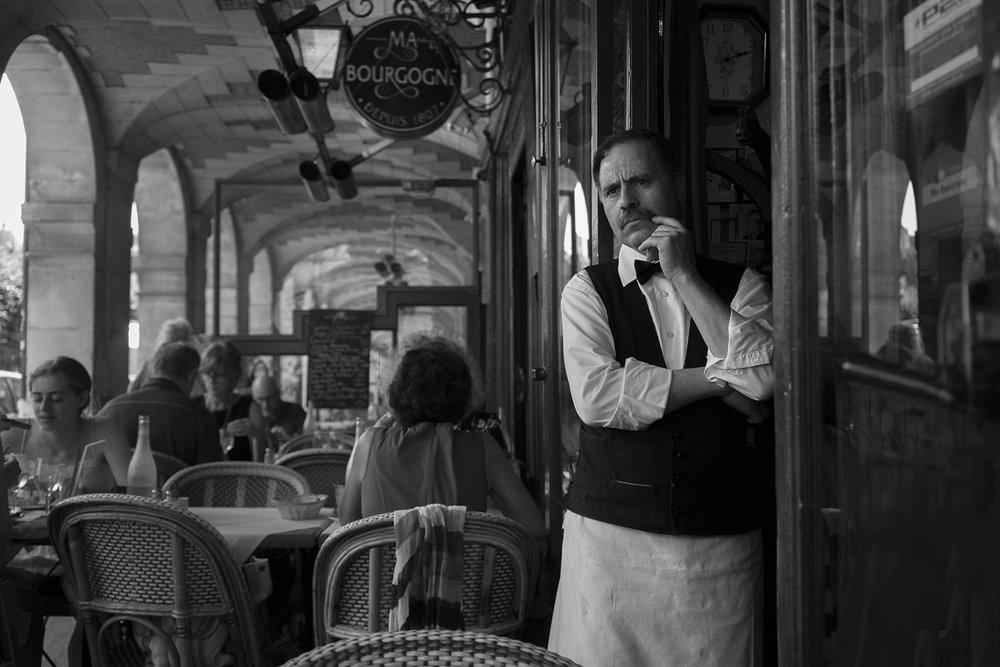 Paris_Street_2018_Waiter_Ma_Borgougne-003.jpg