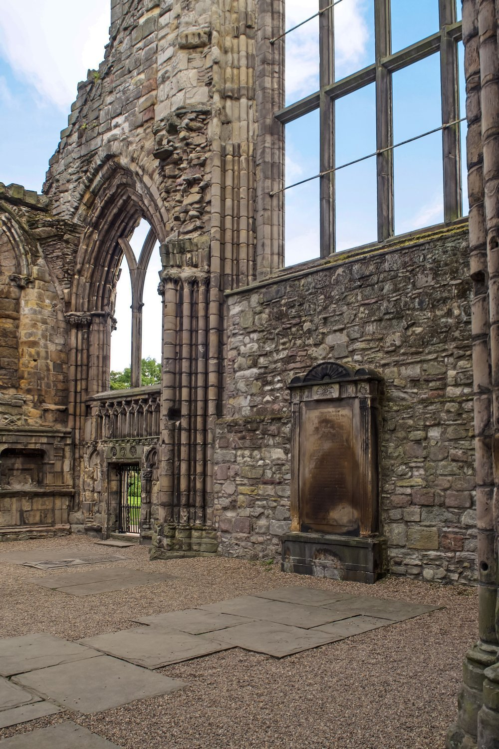 Palace of Holyroodhouse & Drummond Castle -