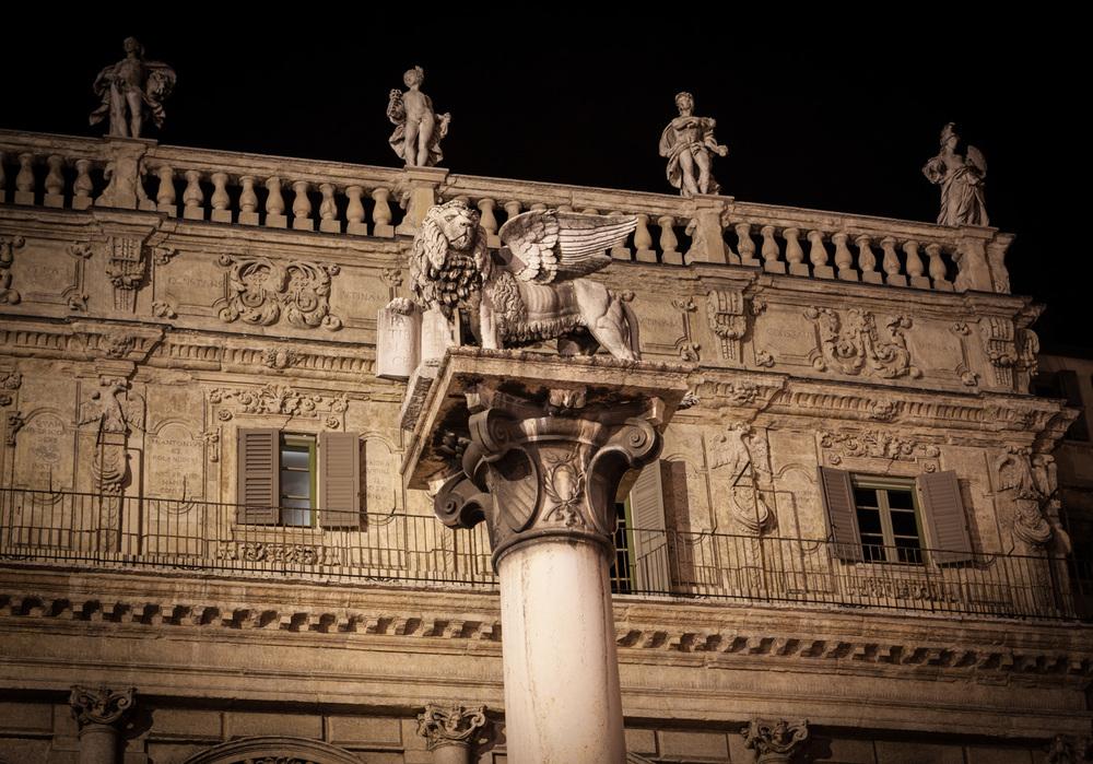 Italy : Veneto : Piazza delle Erbe, Verona