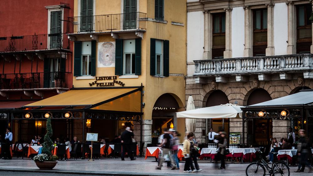 Italy : Veneto : Piazza Bra, Verona
