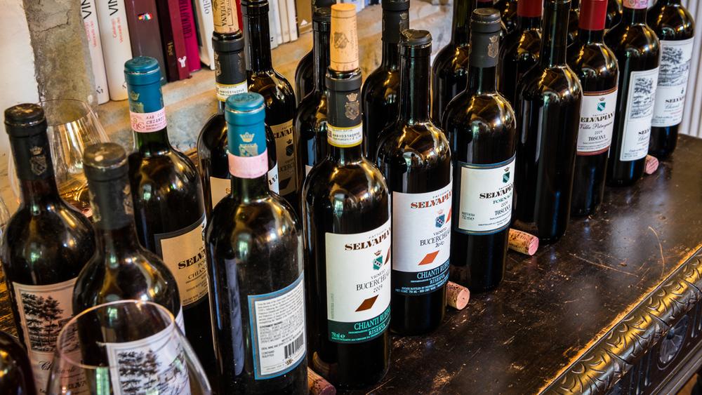 Italy : Tuscany : Drinking at Selvapiana in Chianti Rufina