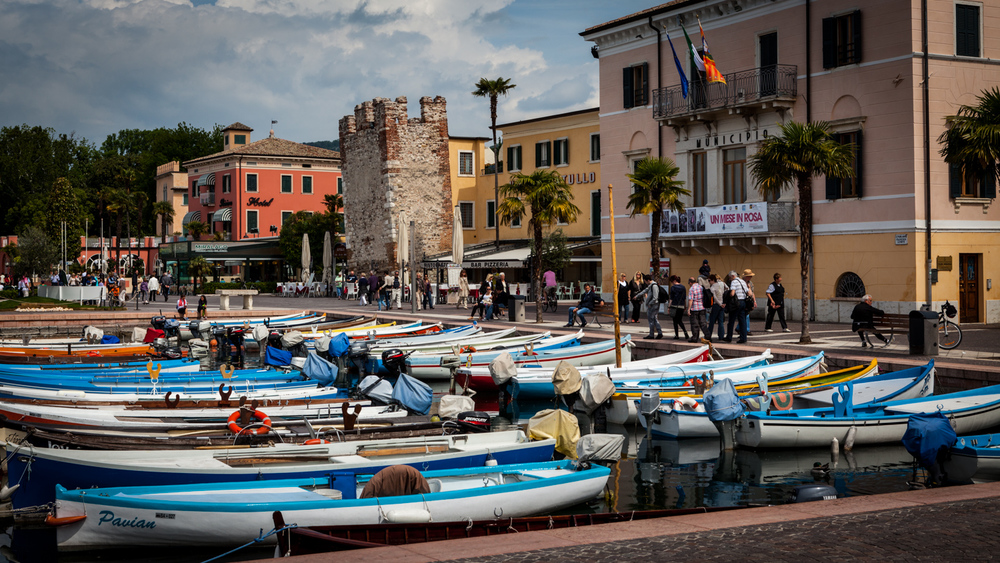 Italy : Veneto : Bardolino's marina on Lake Garda