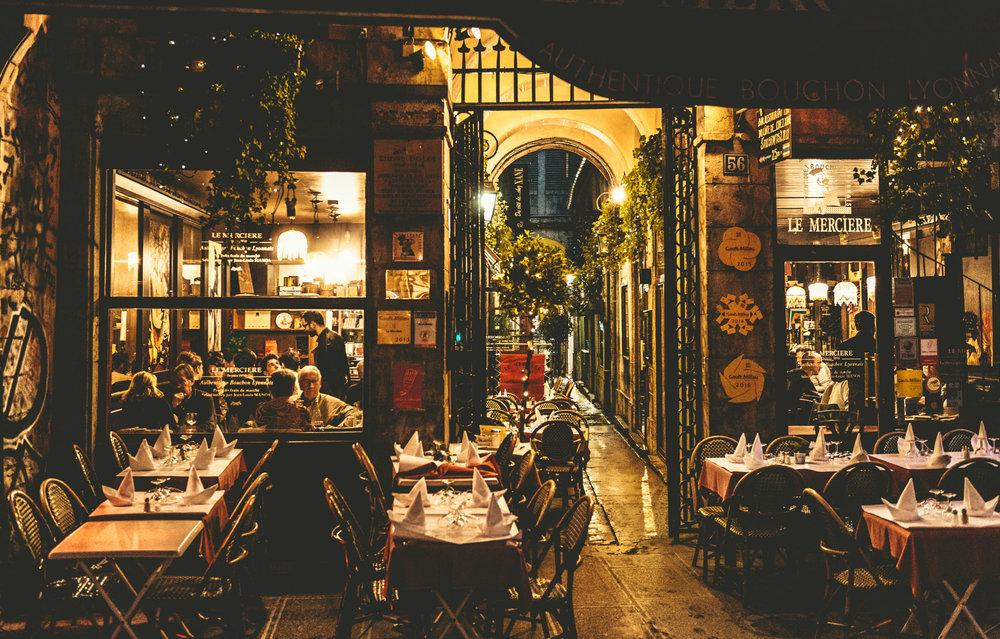 France : Lyon : A proper Lyonnaise bouchon