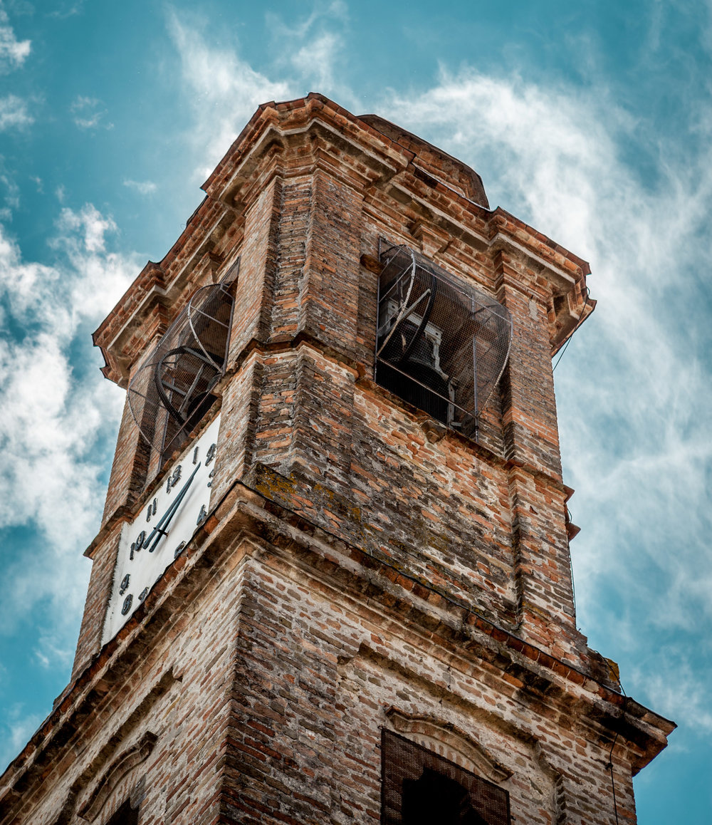 Italy : Piedmont : Barbaresco's clock tower