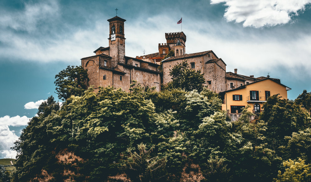 Italy : Piedmont : Looking up at Barolo's church and castle