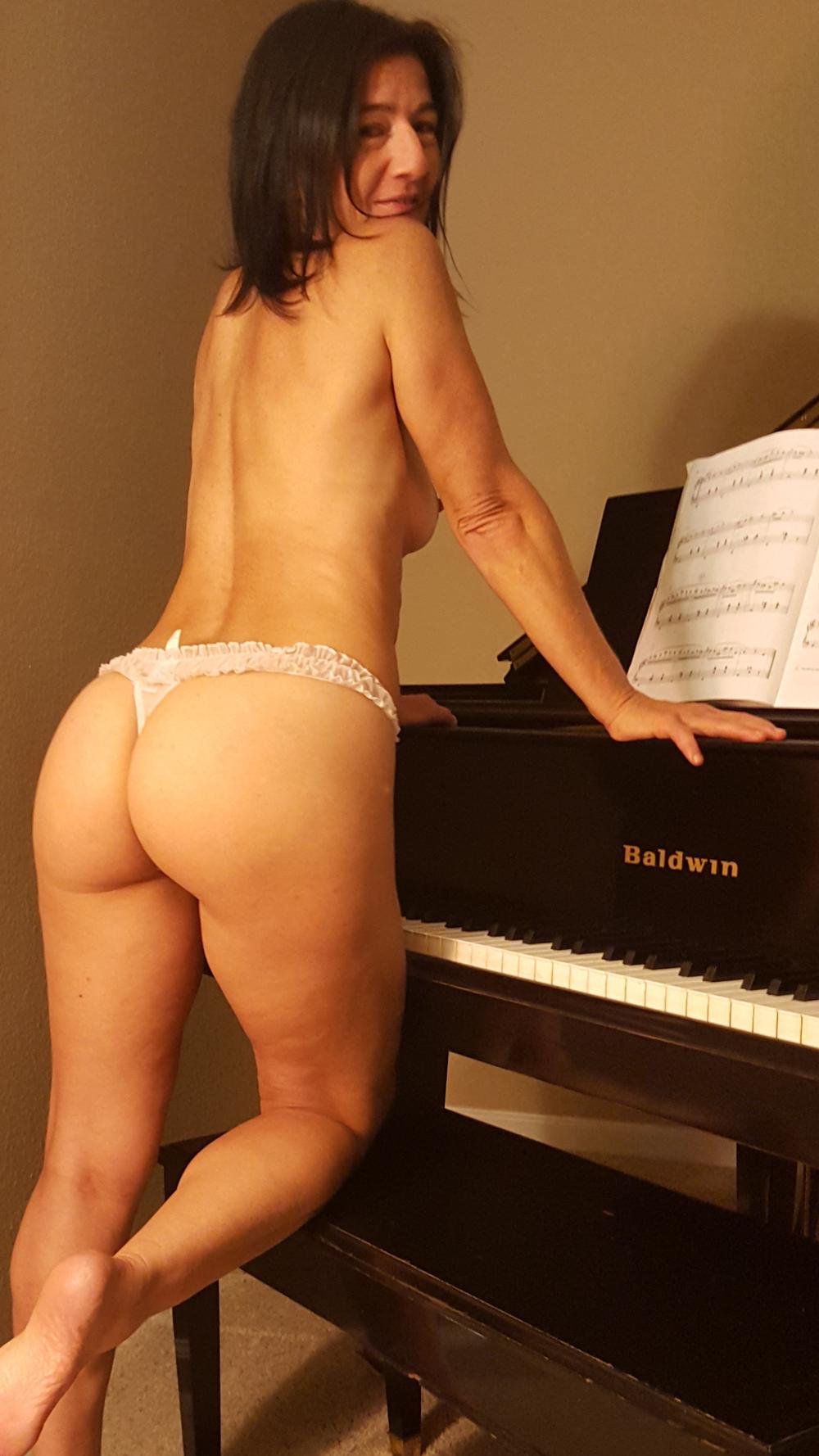 me ass baldwin piano.png
