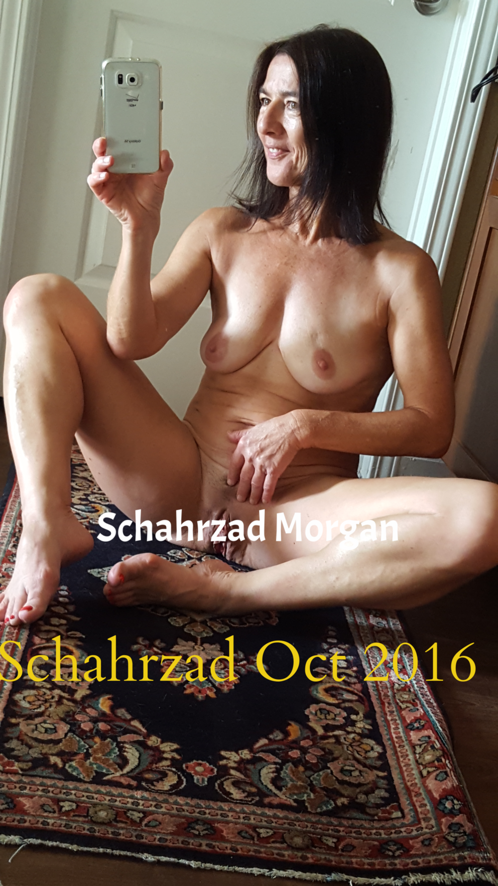 spreading my lips nude oct 2016.png