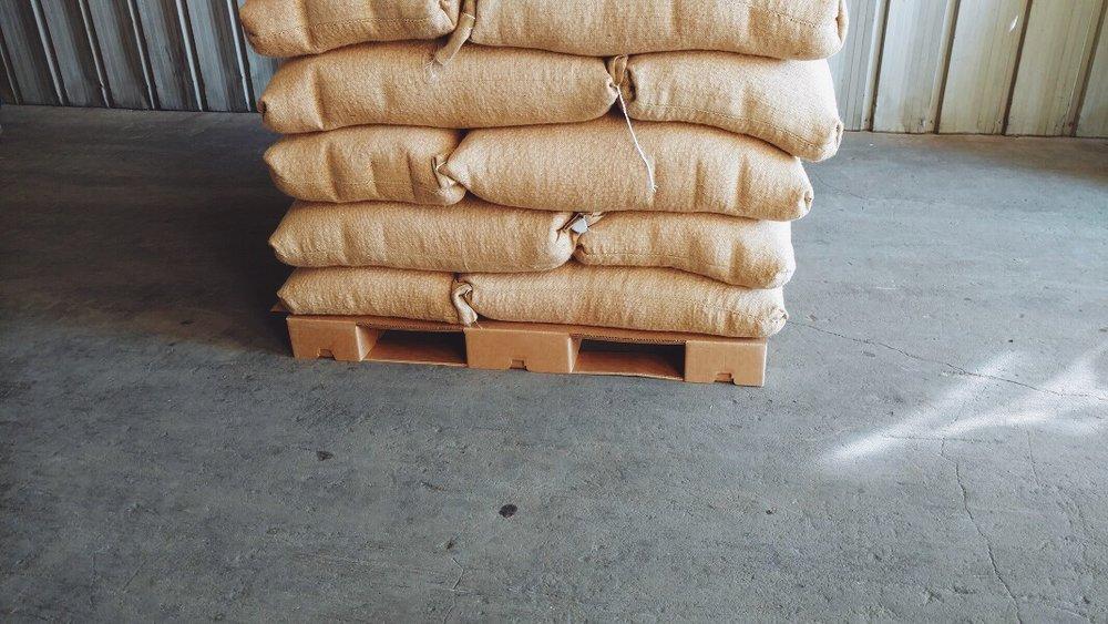 corrugated-cardboard-pallet-2750lb-peanuts.JPG