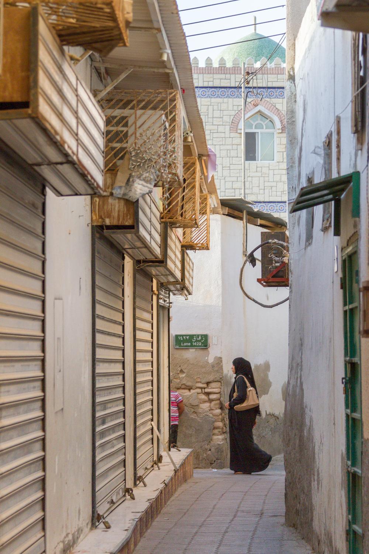 Christian-Schaffer-Oman-Muscat-Muttrah-Souq-Burka.jpg