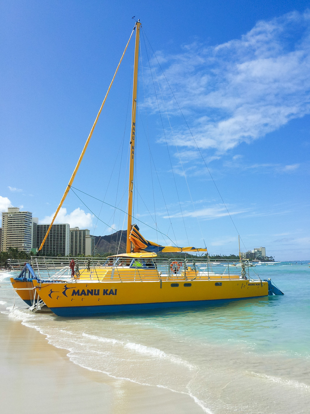 Christian-Schaffer-Hawaii-Beach-Waikiki-Sailboat.jpg
