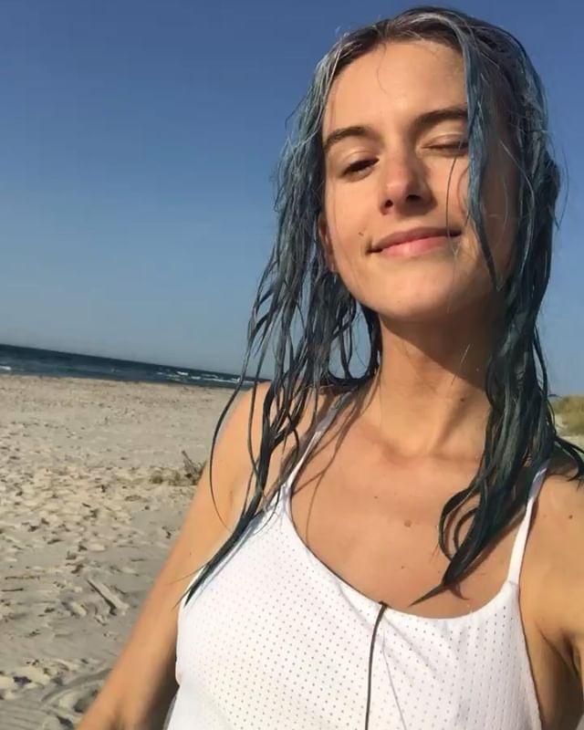 Fyfan vad jag saknar sommaren och min fina vita baddräkt och det ljumma havet och de vackra solnedgångarna vid rimlig tid på kvällen. Okej, slut på sommarbilder och hej till vinterkräksjuka och korviga strumpor! Nu kör vi