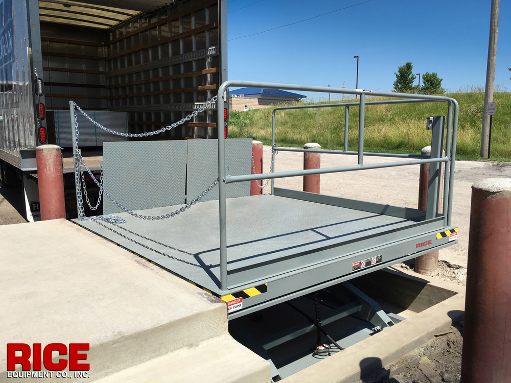 Hydraulic Dock Scissor Lift for applications with no loading dock serco load warrior southworth advance lifts autoquip blue giant kelley vestil nordock pentalift rice equipment st louis mo il dock and door sales repair service