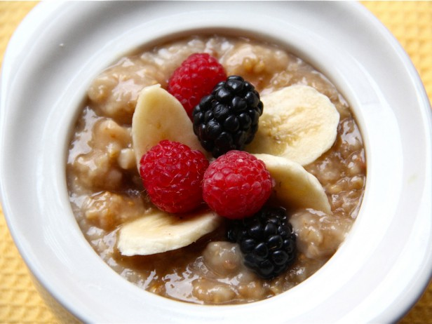 Slow Cooker Irish Oatmeal with Bananas and Berries