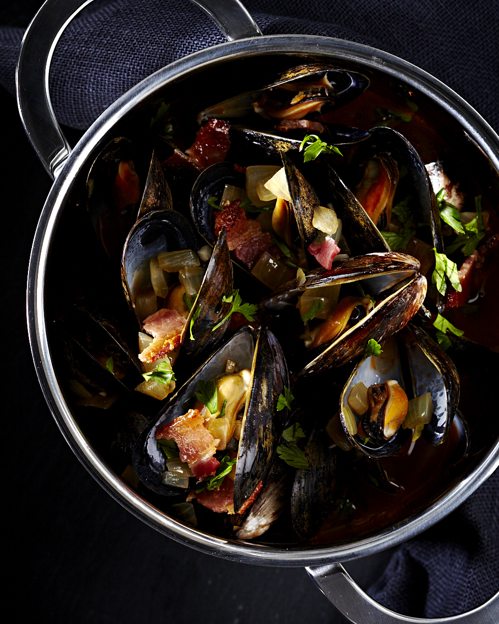 NYE_Mussels_Wine_Bacon_11633.jpg