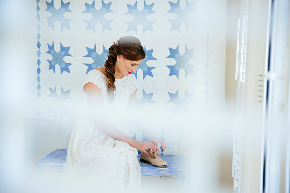 Killcare beach house Central Coast bride getting ready.jpg