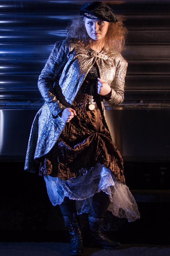 steampunk-clothing-by-train.jpg