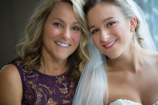 mom-with-daughter-on-wedding-day.jpg