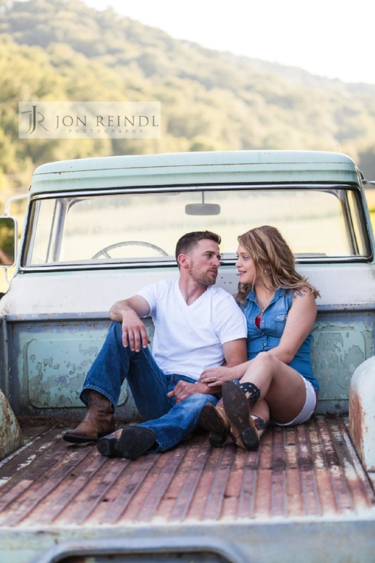 drakewood-farm-engagement-session-photo.jpg