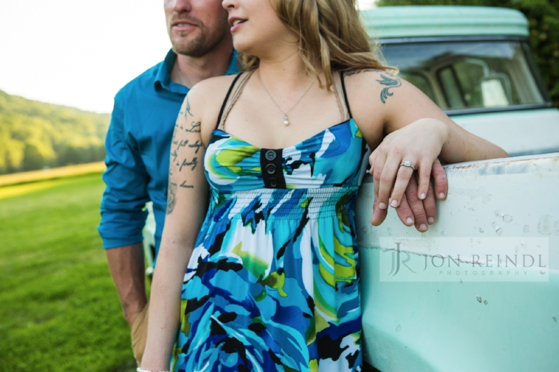 engagement-session-at-drakewood-farm-tennessee.jpg
