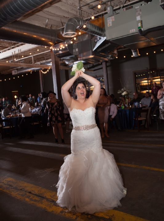 Bouquet-toss-the-oak-room-nashville-wedding.jpg