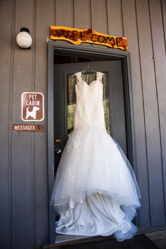 getting-ready-cabin-cedars-of-lebanon-wedding.jpg