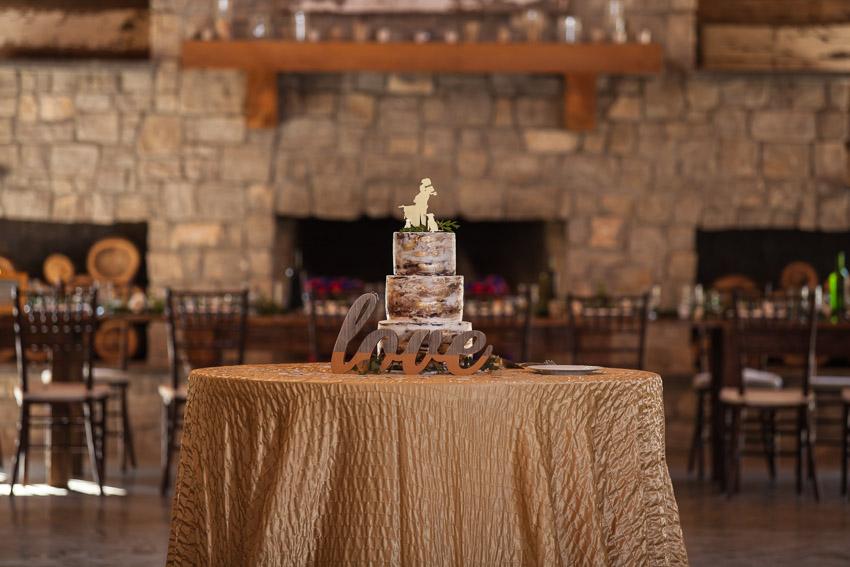 wedding-cake-on-table-homestead-manor.jpg