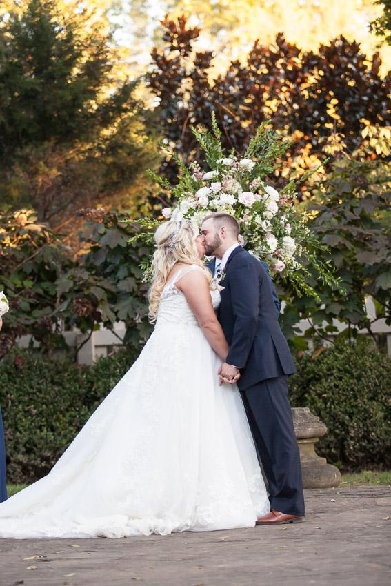 belle-meade-plantation-wedding-first-kiss.jpg
