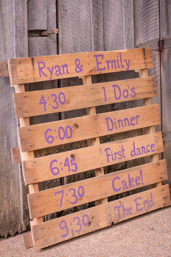 pallet-sign-for-barn-wedding.jpg