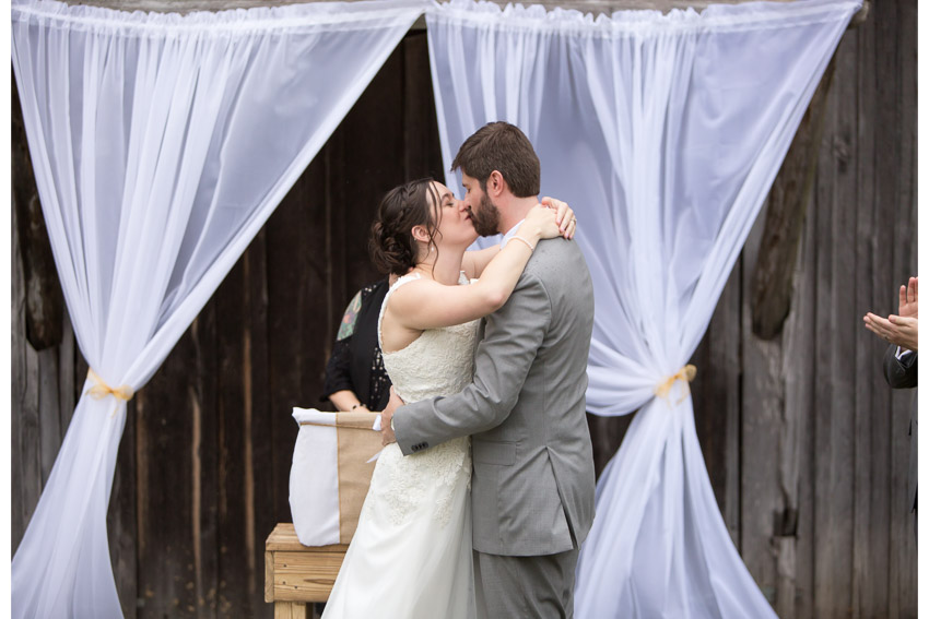 smiley-hollow-wedding-first-kiss.jpg