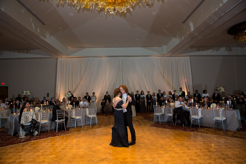 groom-mother-in-law-dance.jpg