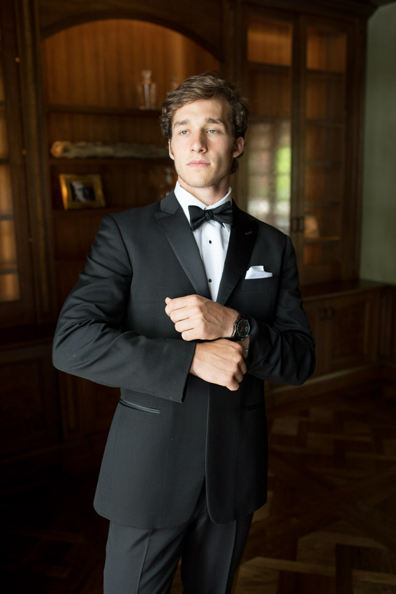 Groom-getting-ready-Nashville-wedding.jpg