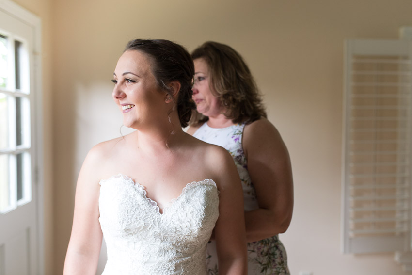 bride-getting-ready-room-oaklands-mansion.jpg
