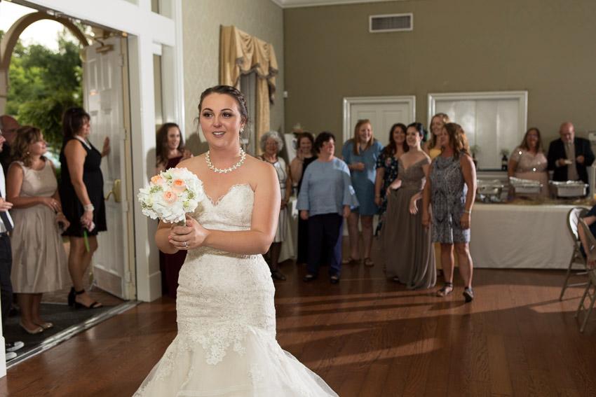wedding-bouquet-toss.jpg