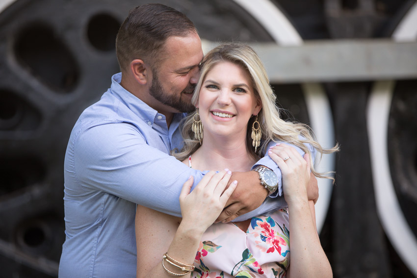 centennial-park-nashville-couple-hugging.jpg