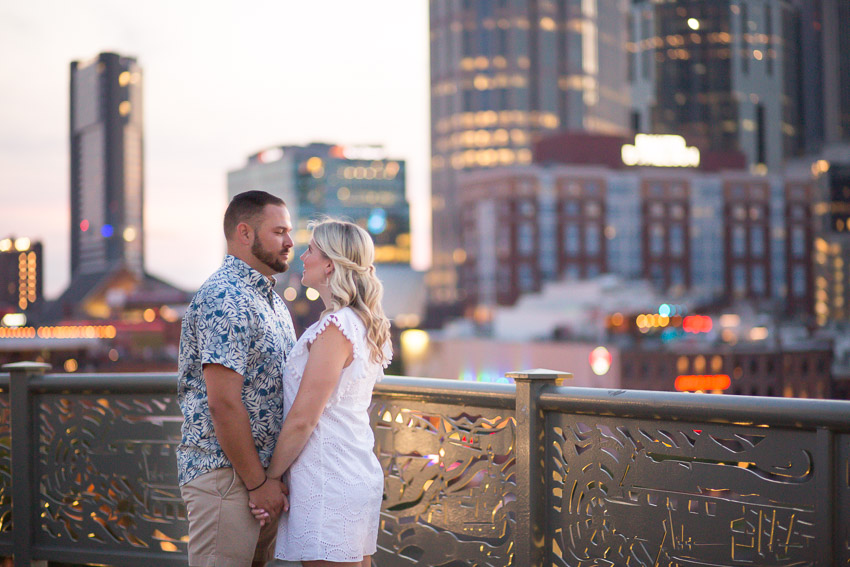 pedestrian-bridge-nashville-couple-photo-engagement.jpg