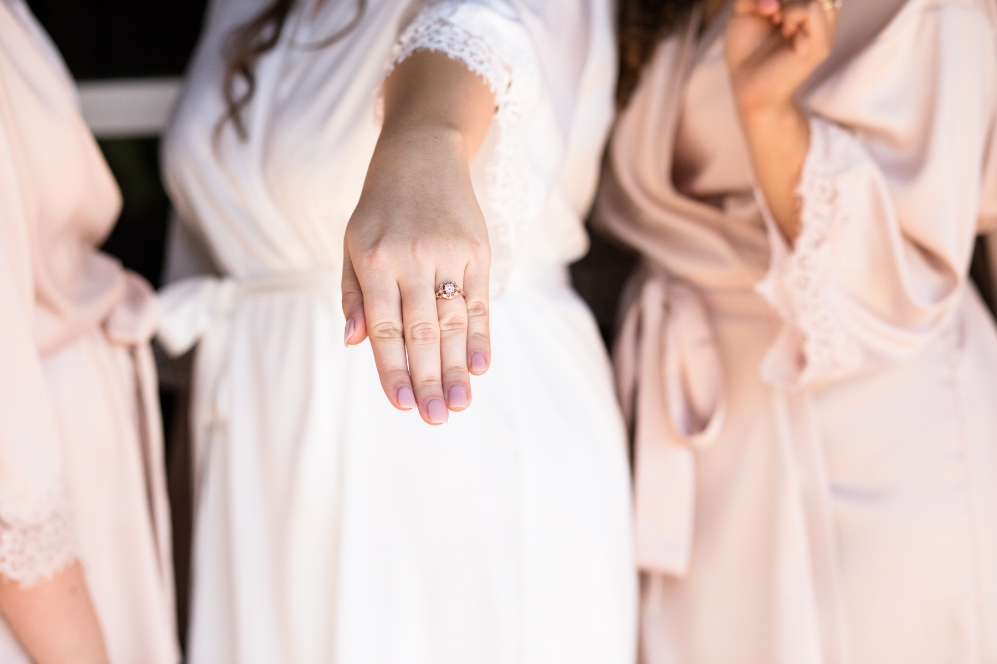 bride-wearing-wedding-ring-nashville-wedding.jpg