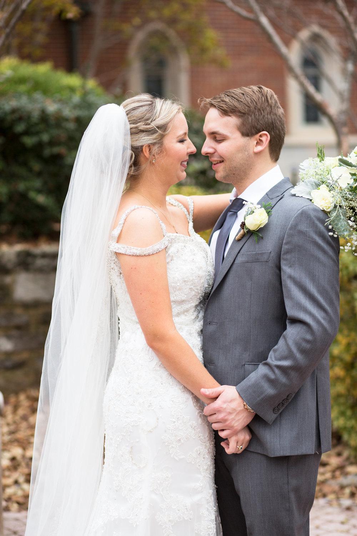 Kelli-and-Matt-Nashville-Wedding-Sneak-Peak-0130.jpg