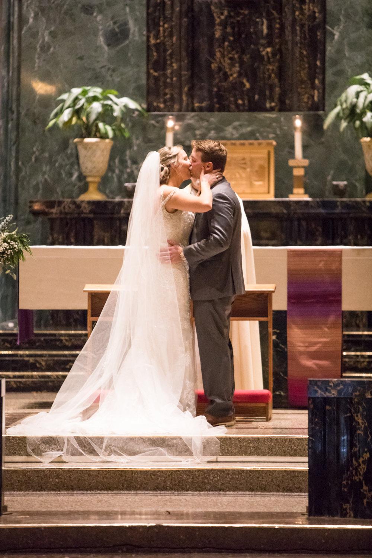 Kelli-and-Matt-Nashville-Wedding-Sneak-Peak-0259.jpg