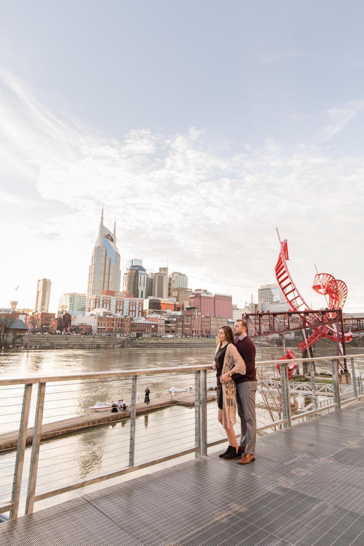 city-skyline-nashville-couple-session.jpg