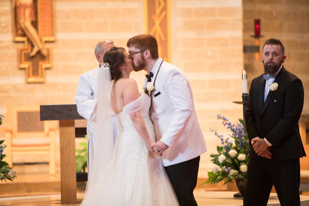 the-first-kiss-nashville-wedding.jpg