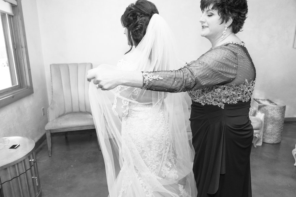mom-helping-bride-with-veil.jpg