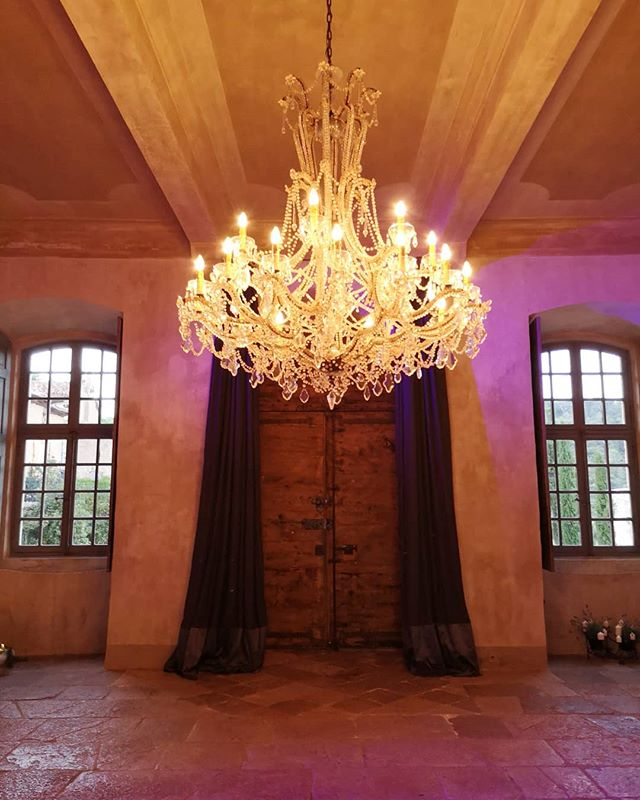 @chateaumoissacbellevue is wow 🎈 . . . . . . . . #wedding #love #frenchwedding #destinationwedding #provencewedding #weddinginfrance #weddingdj #vinyldj #internationalwedding #love #instawedding #franceisintheair #vintagevinyl @matthew_oliver_weddings