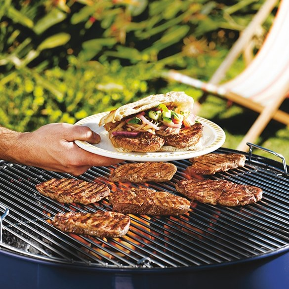 d5567-barbecued-sirloin-steak-sandwich-with-barbecued-onion-cucumber-tomato-and-basil-leaves-resize.jpg