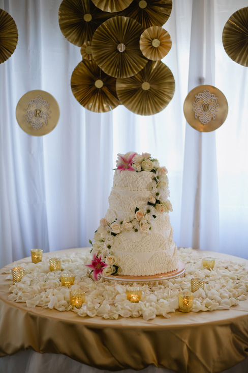 tulle cake table.jpg