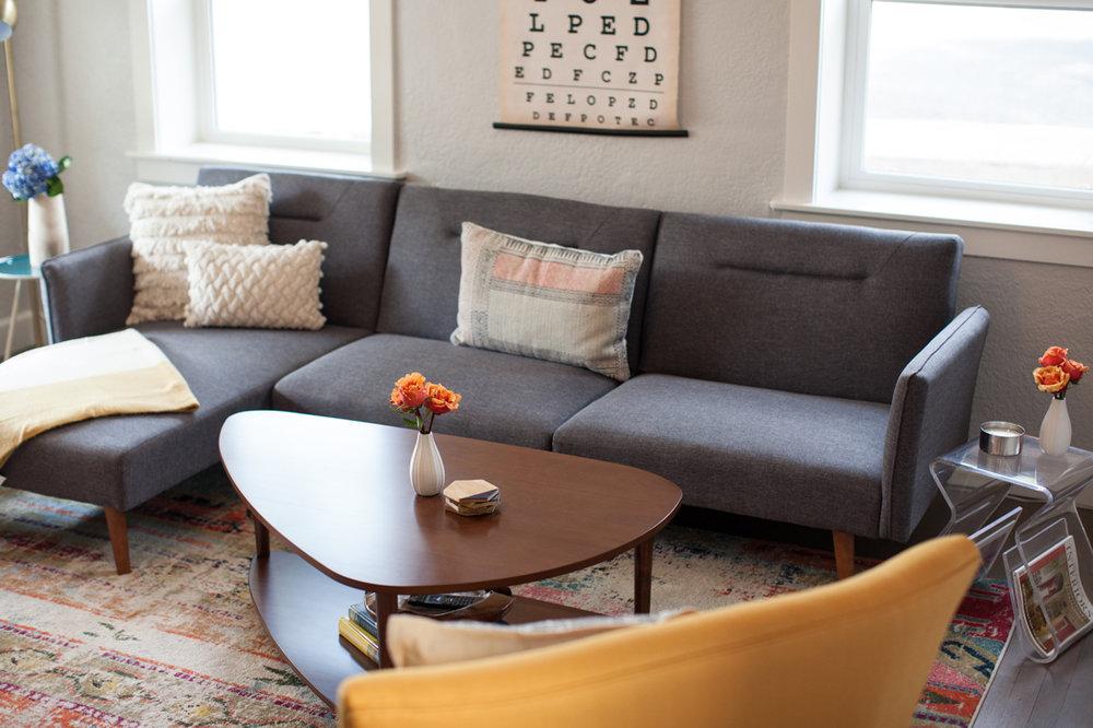midcentury modern living room2.jpg