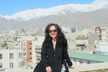 Mahsa Vahdat hemma på sitt hustak i Teherans norra utkanter. Foto: Per Luthander