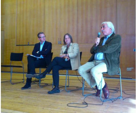 På Tensta träff, september 2013. Fr v: Mikael Damberg, jag och Cengiz Çandar. Foto: Evin Baksi (se hennes blogg)