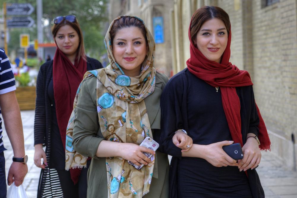 Iran har en ung befolkning – och kvinnor som längtar efter förändring. Här kvinnor i Shiraz.           Foto: Grigvovan/Shutterstock