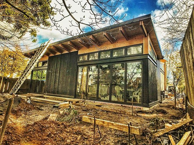 A little update on the progress at the butterfly house. . . . #butterflyhouse #butterflyroof #pdxmodern #pnwmodern #pnwdesign #pnwarchitecture #customhome #design #moderndesign #architecture #dwell #oregonhome #1859oregon #graymagazine #modernhome #shousugiban #buildsmalllivelarge