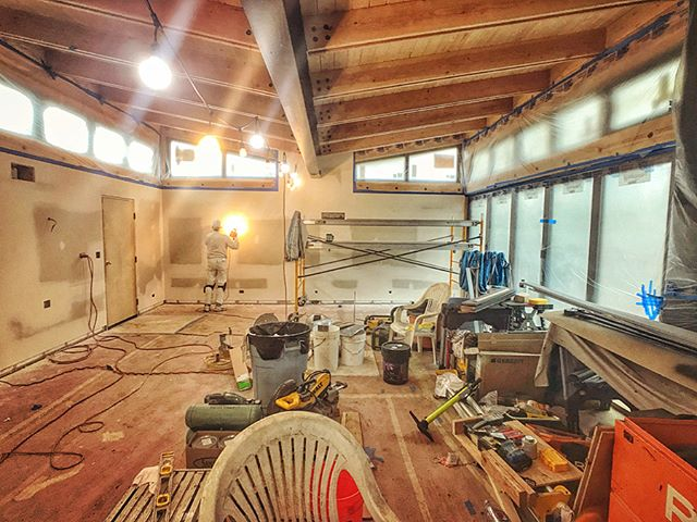 Drywall getting finished at the butterfly house. . Can't wait to paint on so we can get all the custom cabinetry installed!! . . . #drywall #gettingthere #patience #energyefficient #interiors #interiordesign #id #davincifireplace #doublesidedfireplace #butterflyhouse #butterflyroof #pdxmodern #pnwmodern #pnwdesign #pnwarchitecture #customhome #design #moderndesign #modernhome #shousugiban #buildsmalllivelarge